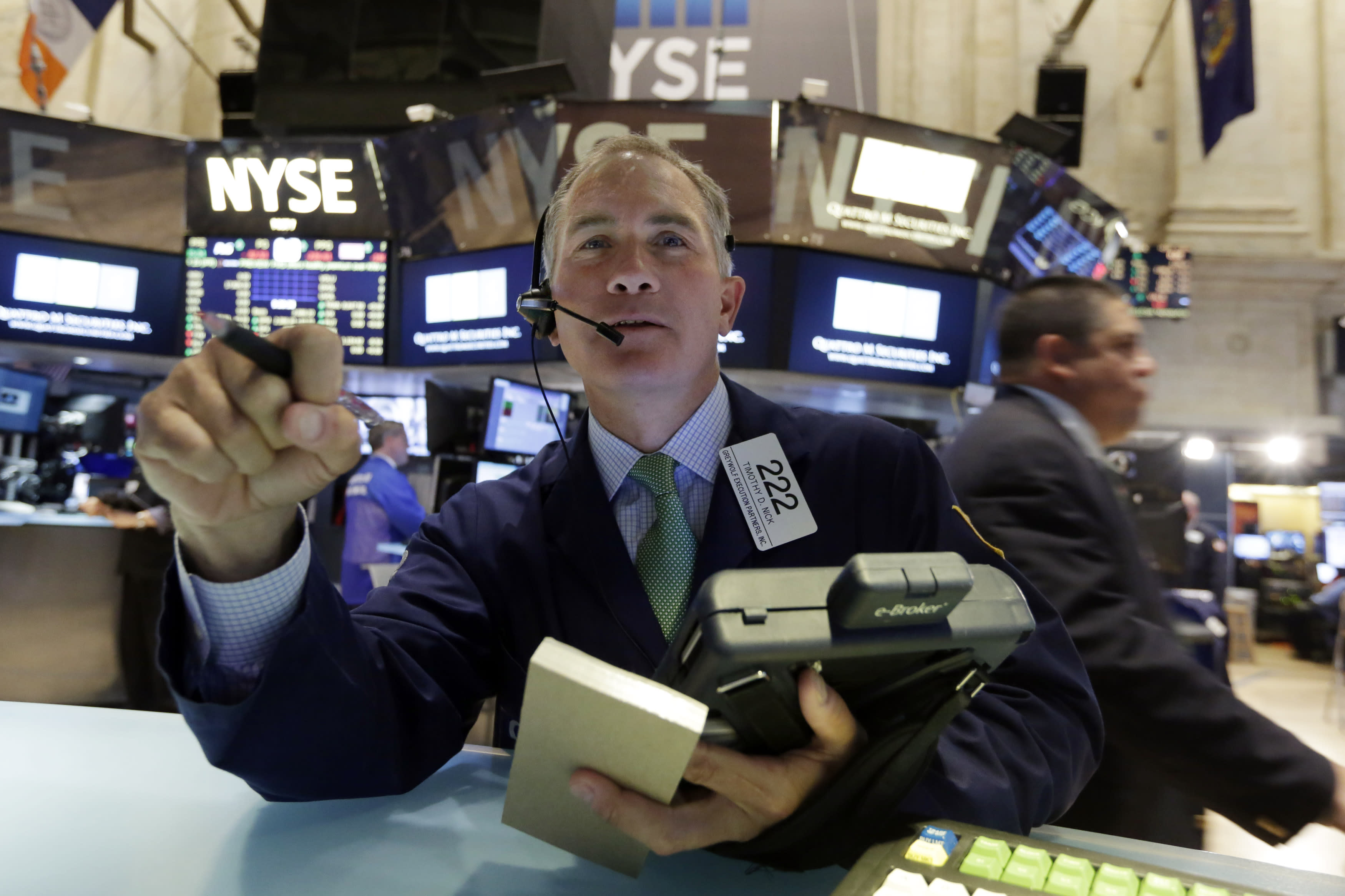 US stocks gain, rebounding from Friday's slump