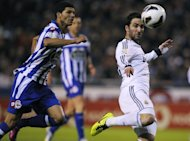 Deportivo&#39;s defender Kaka (L) clashes with Real Madrid&#39;s forward Gonzalo Higuain during their Spanish league football match at Riazor stadium in Coruna on February 23, 2013. Real Madrid had to come from behind as second-half goals from Kaka and Higuain handed them a hard-fought 2-1 at relegation threatened Deportivo La Coruna