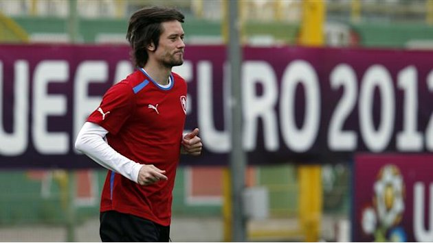 World Cup - Czechs get captain Rosicky back