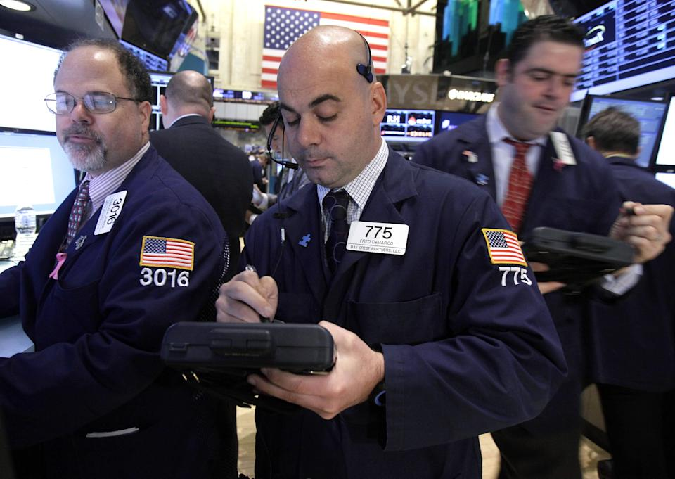 Stocks edge lower; Apple sinks 4 percent