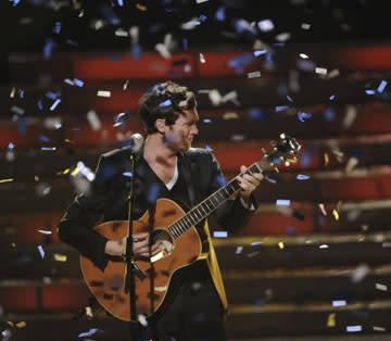 'American Idol' Finale: As Phillip Phillips Wins, Two Alums Get Engaged (Video)