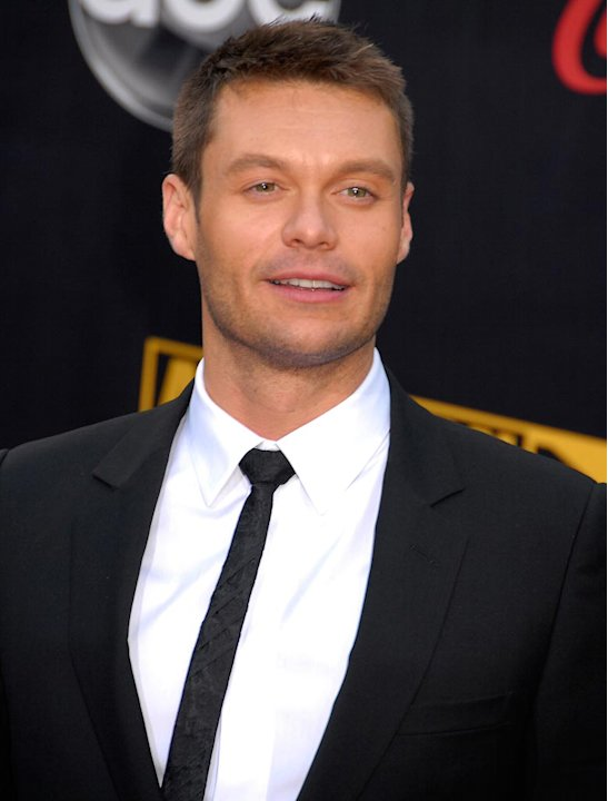 Ryan Seacrest arrives to the 2007 American Music Awards.