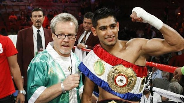 2011 WBA champion Amir Khan of Britain and trainer Freddy Roach