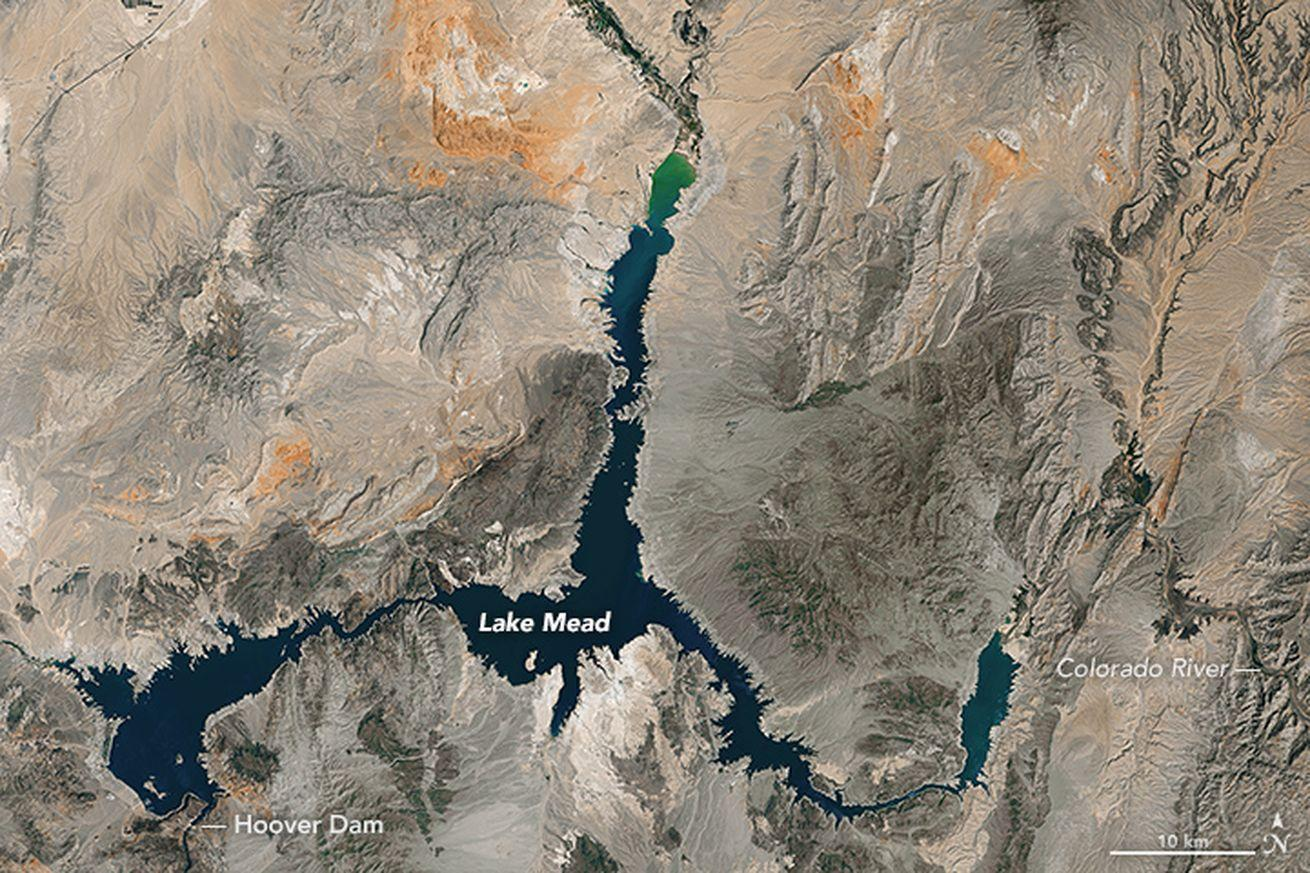 Watch Lake Mead, the largest reservoir in the US, shrink dramatically over 15 years