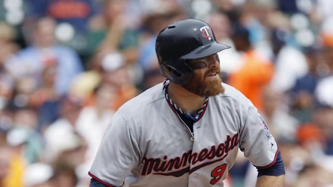 Herrmann's late double lifts Twins over Tigers 7-6
