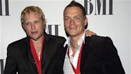 Le groupe 3 Doors Down a indiqu sur son site web que le membre fondateur et guitariste Matt Roberts avait quitt la formation pour des raisons de sant