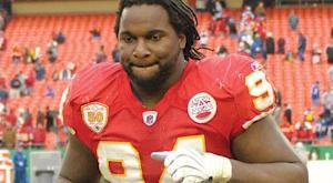 Jackson agrees to pay cut to stay with Chiefs