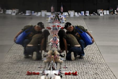 U.S. could limit collection of items left at Vietnam War memorial