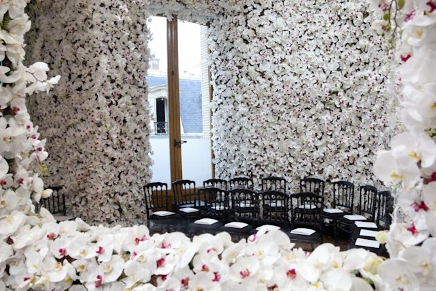 LIVE At Christian Dior&amp;#39;s Couture Show: See Raf Simons&amp;#39; Debut For The French Fashion House