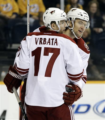 Huge 1st period leads Coyotes past Predators 7-4