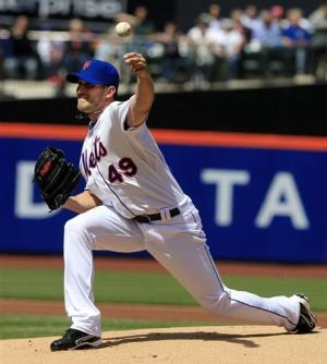 Niese takes no-hit bid into 7th, Mets sweep Braves