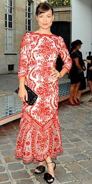 Olivia Wilde opts for a bold print in a vintage Oscar de la Renta tea-length dress