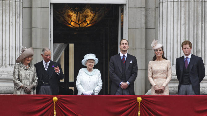 Britain's Queen Elizabeth II, center, accompanied by Prince Charles and the Duchess if Cornwall, left,  Prince William, and Kate, Duchess of Cambridge and Prince Harry, appear on the balcony of Buckingham Palace in central London,  Tuesday, June 5, 2012, to conclude the four-day Diamond Jubilee celebrations to mark the 60th anniversary of the Queen's accession to the throne. (AP Photo/Lefteris Pitarakis)