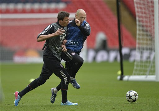Bayern Munich's Mario Mandzukic of Croatia, left, and Arjen Robben of the Netherlands in action during their training session at Wembley Stadium in London, Friday May 24, 2013. Dortmund will face fell