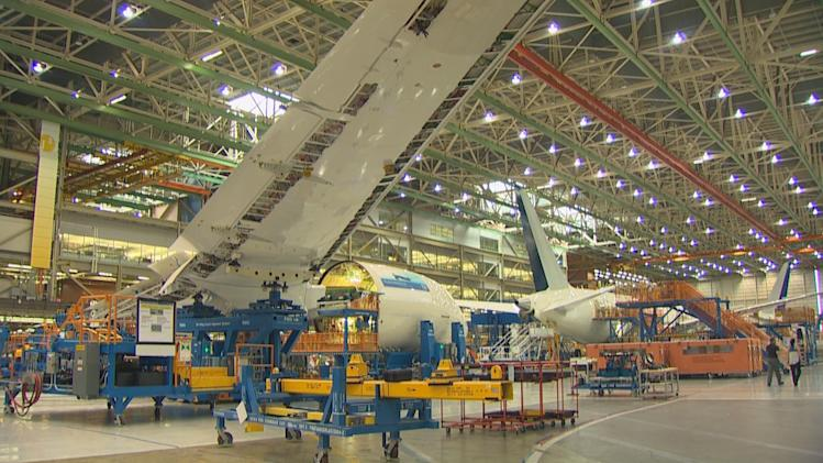 Boeing to inspect 787s for wing cracks