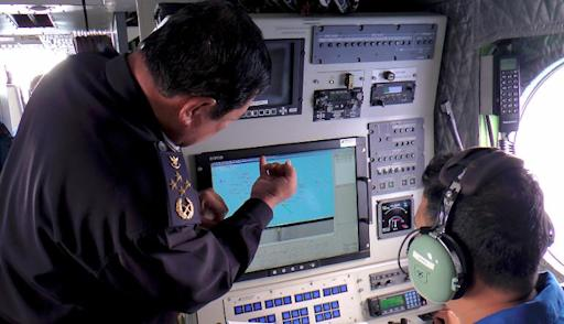 This handout photo taken on March 9, 2014 and released by the Malaysian Maritime Enforcement agency shows Malaysian Maritime Enforcement personnel using radar to scan for the missing Malaysia Airlines (MAS) Boeing 777-200