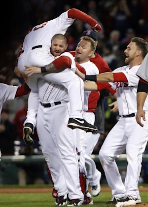 Red Sox beat Reds 4-3 in 12 on Sizemore Wall ball