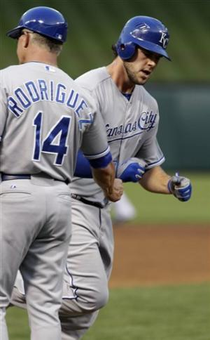 Royals win second straight over Rangers, 7-4