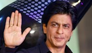 Olok-olok Seniornya, Shah Rukh Khan Digugat