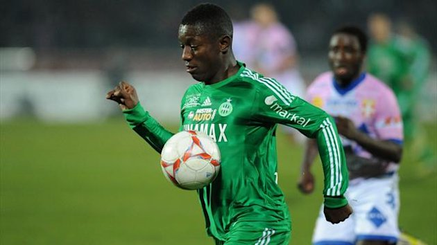 FRANCE, Annecy : Saint-Etienne's Ivorian midfielder Max Alain Gradel runs with the ball during their French L1 football match Evian (ETGFC) vs Saint Etienne (ASSE) on November 17, 2012 at the city stadium Parc des sports in Annecy (AFP)