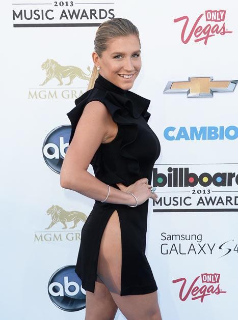 Kesha Nearly Flashes Butt at Billboard Music Awards: Picture