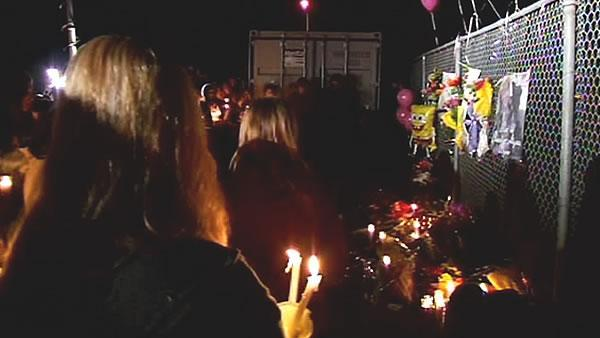 Hundreds gather to mourn Alyssa Byrne's death