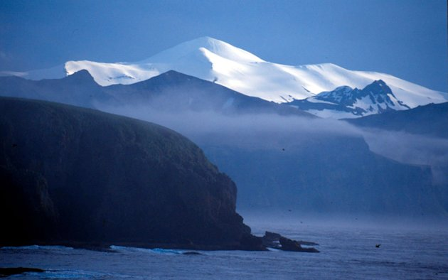 Akutan Island seen from the Baby Islands Aleutian Islands, Alaska, United States of America.  Kevin Schafer / WWF-Canon