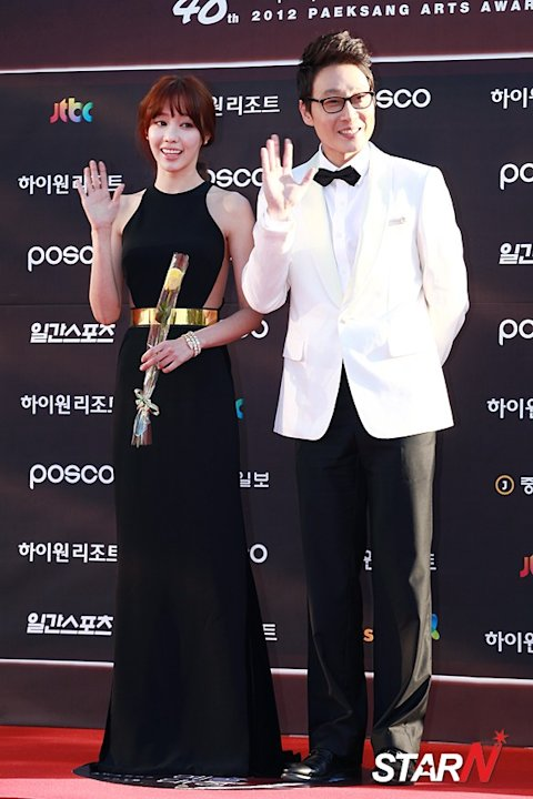 [Photo] Kim Ah-joong and Lee Hwi-jae at Baeksang Arts Awards