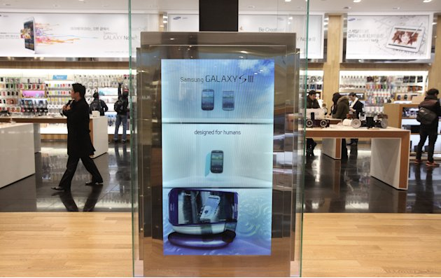 A screen displays advertisement of Samsung Electronics' Galaxy S III at the showroom of the company headquarters in Seoul, South Korea, Friday, Jan. 25, 2013. Samsung Electronics Co. said quarterly pr