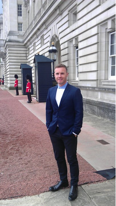 Celebrity photos: Gary Barlow was faced with the task of organsising the Queen's Jubilee Concert – and we reckon he did a blimmin' good job. Just before the show, he tweeted this picture of him standi