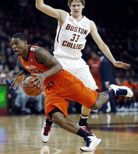 Hanlan's 19 gives BC 50-49 win over Auburn