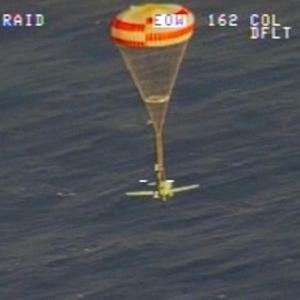 Two pilots ditch planes in waters off Hawaii