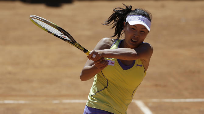 China's Shuai Peng returns the ball to Romania's Monica Niculescu during the Rome's tennis master tournament, Monday,  May 13, 2013. (AP Photo/Gregorio Borgia)