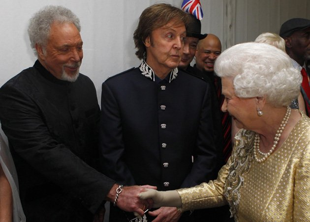 Tom Jones, Queen, backstage, Diamond Jubilee Concert