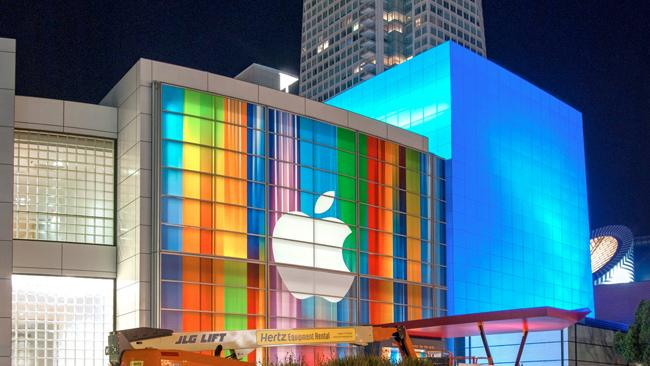 Analyst explains why the stock market is completely crazy when it comes to Apple
