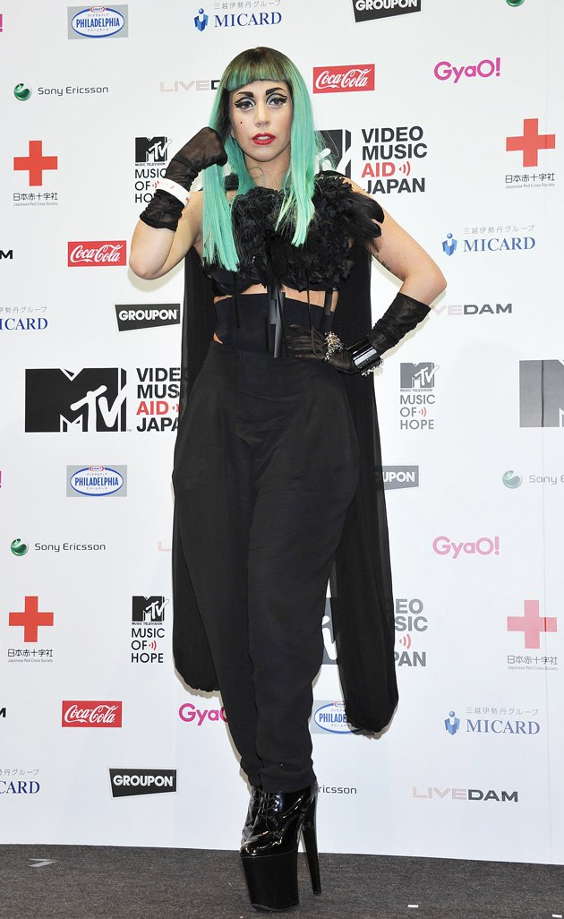 Gaga wore green hair to an …