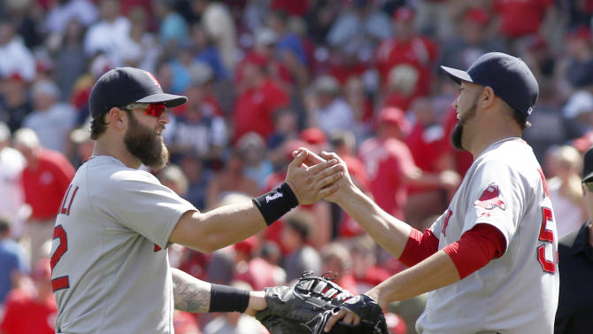 Napoli homer lifts Red Sox to 5-4 win over Reds
