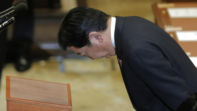 Japanese Prime Minister Yoshiko Noda bows before the debate with Japan's main opposition Liberal Democratic Party President Shinzo Abe, not seen, at Parliament in Tokyo, Wednesday, Nov. 14, 2012. Noda said Wednesday that he is ready to dissolve the parliament by Friday, bringing an election within weeks, if Japan's main opposition party agrees to key electoral reforms. (AP Photo/Itsuo Inouye)