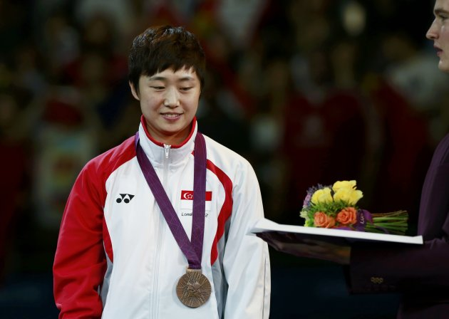 Singapore's Feng Tianwei is presented with her bronze medal in the medal ceremony of the women's singles table tennis tournament at the ExCel venue during the London 2012 Olympic Games August 1, 2012.   REUTERS/Adrees Latif (BRITAIN  - Tags: OLYMPICS SPORT TABLE TENNIS)