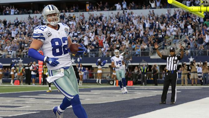 Dallas Cowboys tight end Jason Witten (82) scores a touchdown against the Pittsburgh Steelers during the first half of an NFL football game Sunday, Dec. 16, 2012 in Arlington, Texas. (AP Photo/LM Otero)