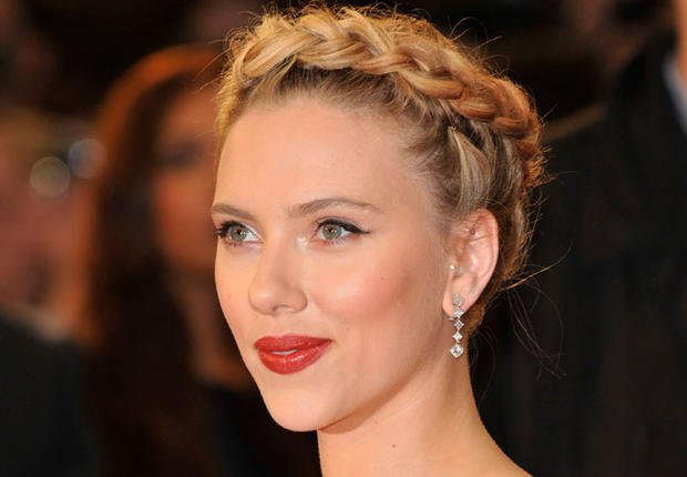 Photos: les beauty looks de Scarlett Johansson