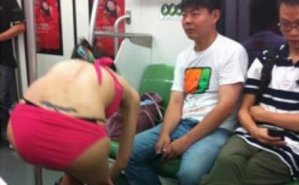 KEREN: Gadis Cina Ganti Baju di Kereta