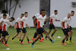 Belgium's captain Vincent Kompany, center, who is recovering from an injury, takes part in a training session at Estadio Manoel Barradas the day befor...