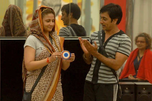 Bigg Boss 6: Inmates play Rajneeti