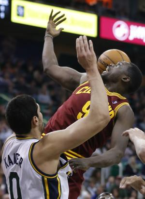 Irving scores 25 to lead Cavs past Jazz 113-102