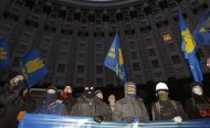 Protesters block the Ukrainian cabinet of ministers building in Kiev, December 2, 2013. REUTERS/Vasily Fedosenko