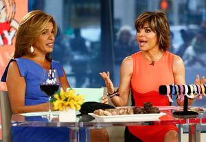 Hoda Kotb and Lisa Rinna | Photo Credits: Peter Kramer/NBC