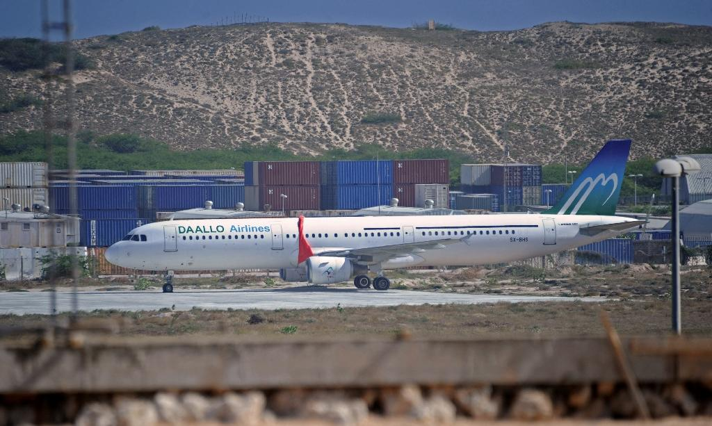 Blast on Somalia airplane Tuesday 'was caused by bomb'