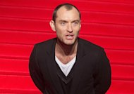 Jude Law : harcelé, il déménage !