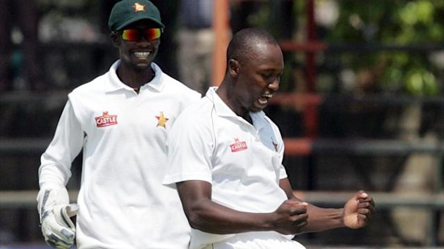 Zimbabwe bowler Tendai Chatara (R) celebrates a wicket with teammate Richmond Mutumbami (L) (AFP)